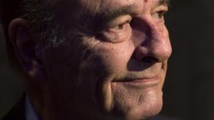 O ex-presidente francês, Jacques Chirac, foi condenado a dois anos de prisão com sursis pela criação de empregos fictícios na prefeitura de Paris nos anos 90. .