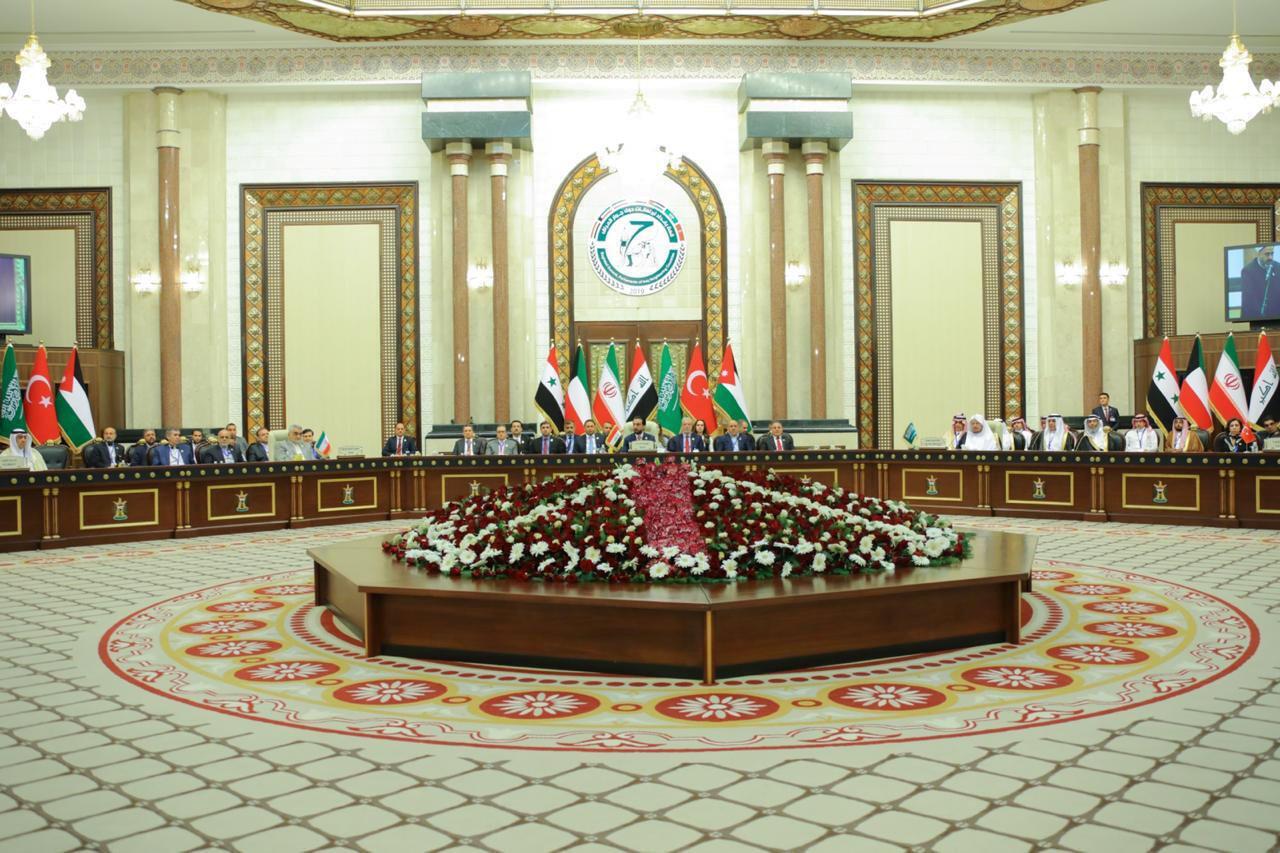 در نشست یک روزه بینالمجالس با شرکت ٧ کشور همسایه عراق که در روز شنبه ٣١ فروردین/ ٢٠ آوریل ٢٠۱٩ در بغداد برگزار شد، چندین کشور متخاصم از جمله جمهوری اسلامی ایران و عربستان سعودی حضور یافته بودند.