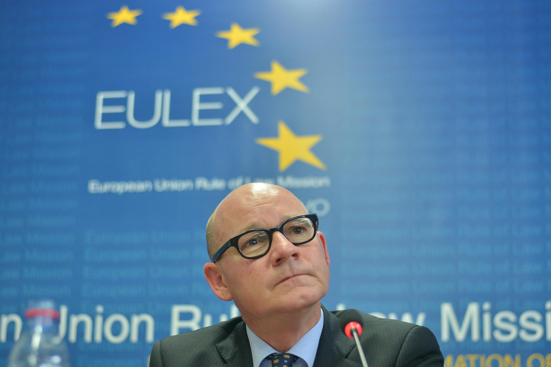 Gabriele Maucchi, à la tête d'Eulex, lors d'une conférence de presse à Pristina, le 30 octobre 2014.