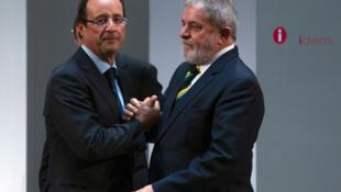 O candidato socialista, François Hollande, se encontra com o ex-presidente Lula, em  Madri, em outubro de 2011.