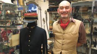 Patrice Bouchery, gérant de la boutique «Le poilu» à Paris.